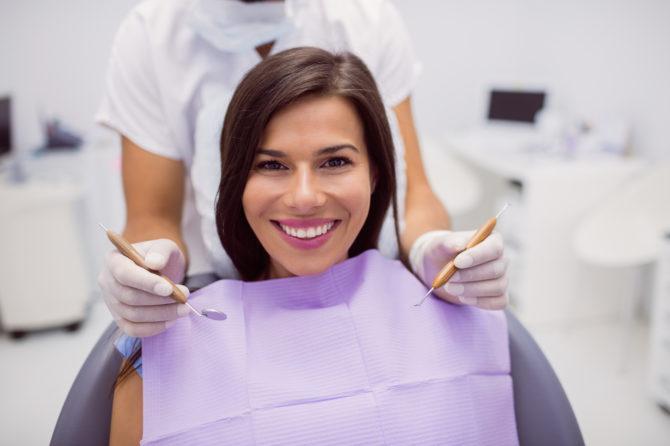 Perché lo sbiancamento dentale fai da te è sconsigliato?